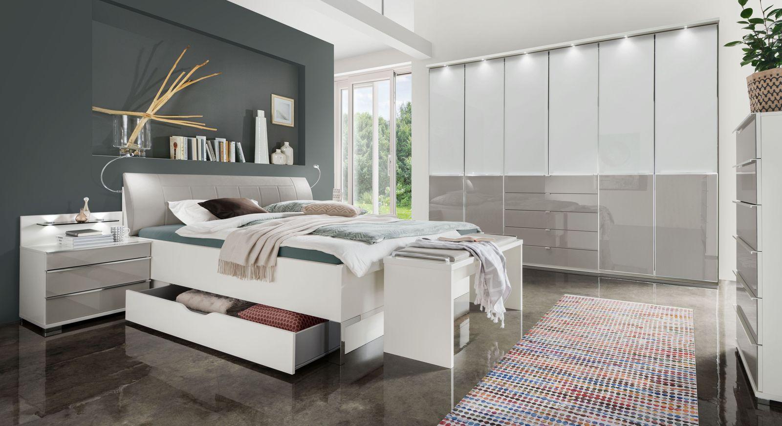 Bett Shanvalley mit passender Schlafzimmer-Ausstattung