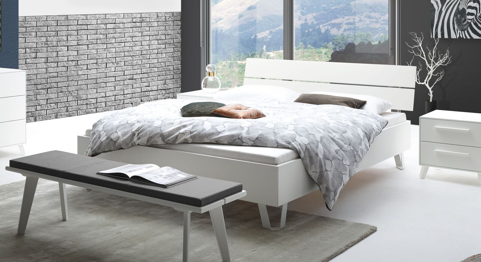 Massives Bett Sindri in Weiß