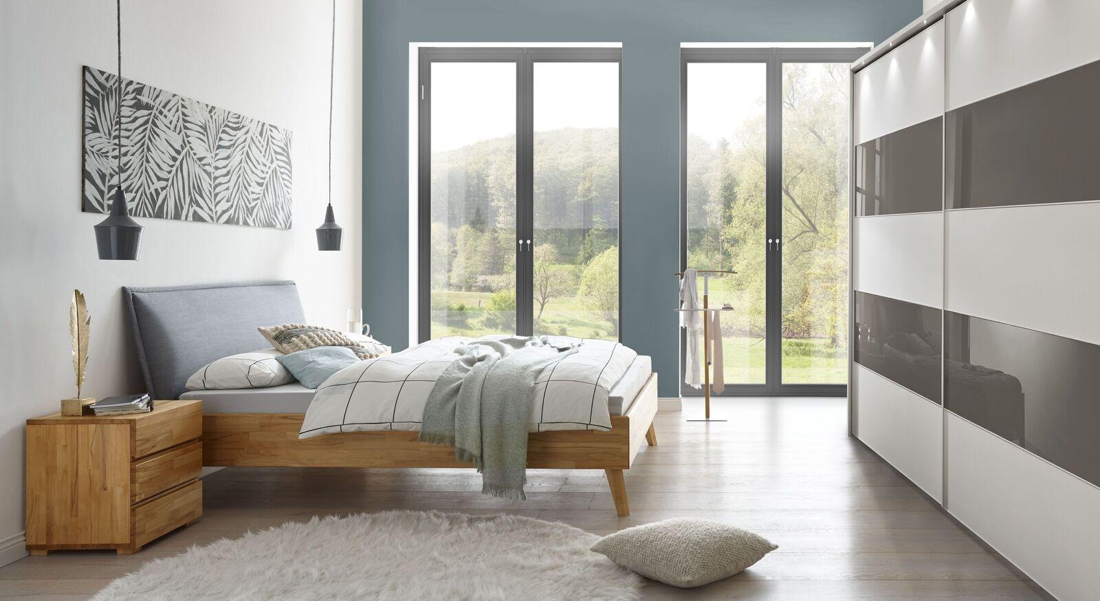 Bett Soprenia mit passender Schlafzimmer-Einrichtung