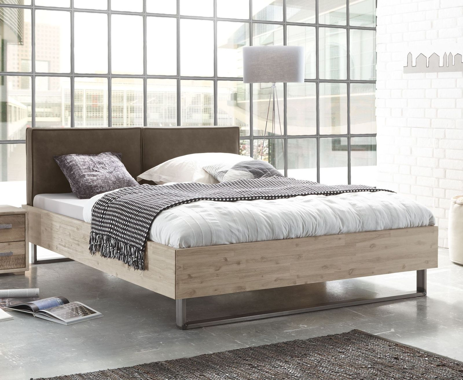 industrial style bett mit kufen und kunstleder kopfteil tampere. Black Bedroom Furniture Sets. Home Design Ideas