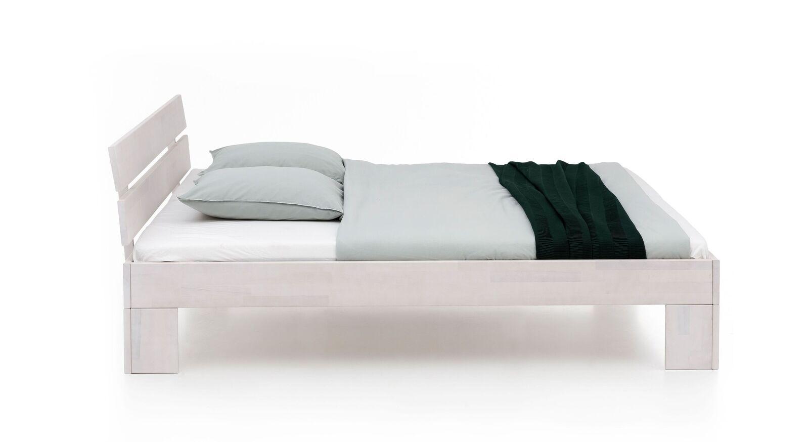 Bett Tanu aus weiß lackierter Kernbuche