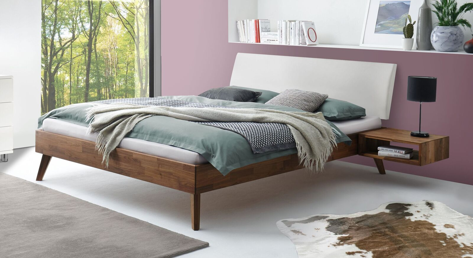 Bett Tomino aus massiver Nussbaum