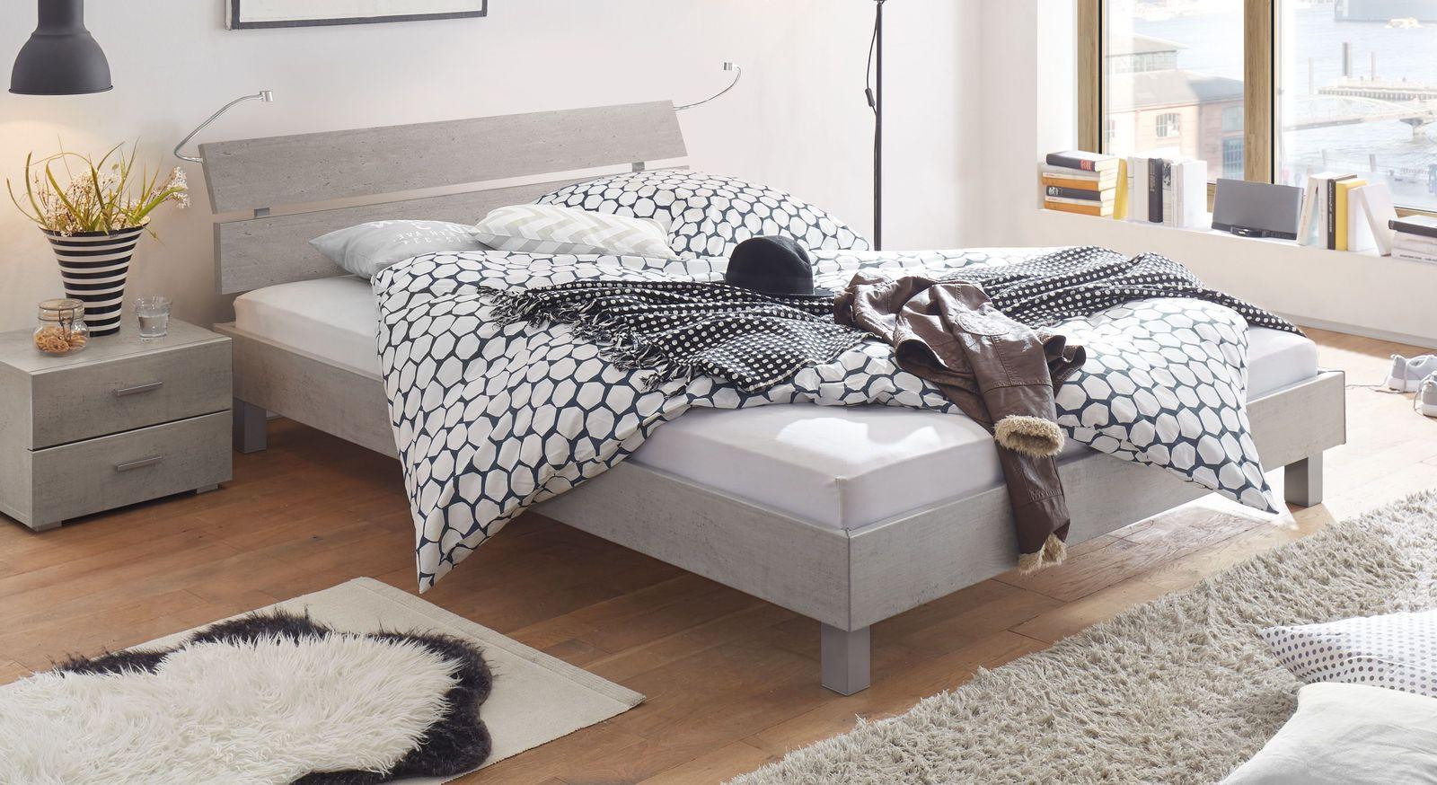 Preiswertes Bett Treviso mit Dekoroberfläche in Beton
