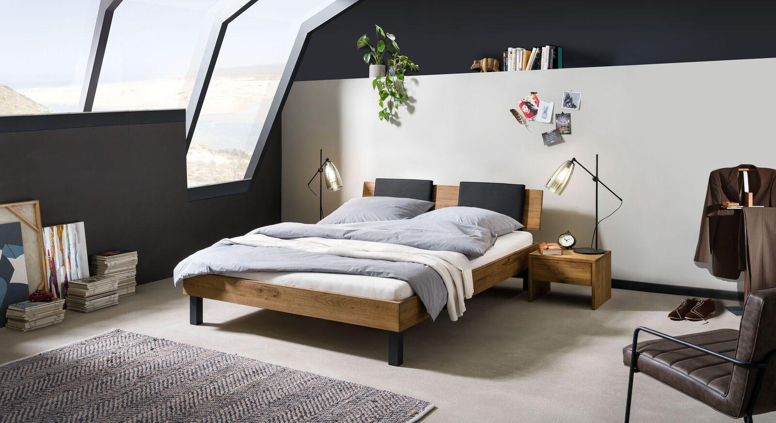 Passende Produkte für Bett Tumas aus Wildeiche Massivholz