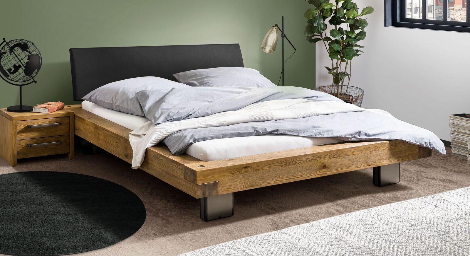 Massives Bett Valdor aus Wildeichenholz