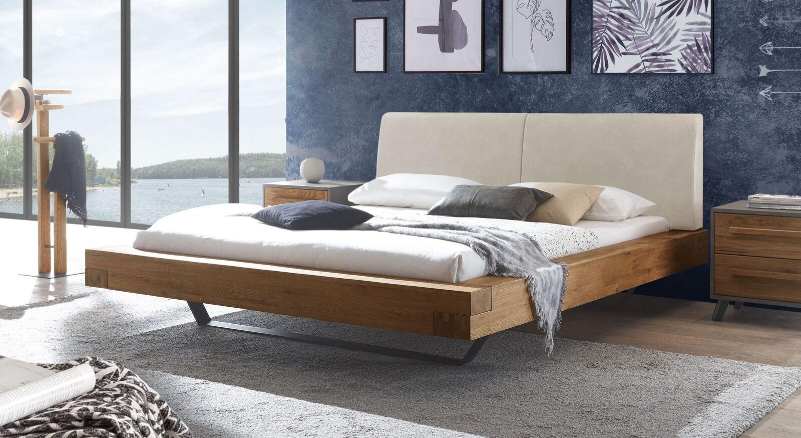Wildeichen-Bett Valladion mit Kopfteil in Beige