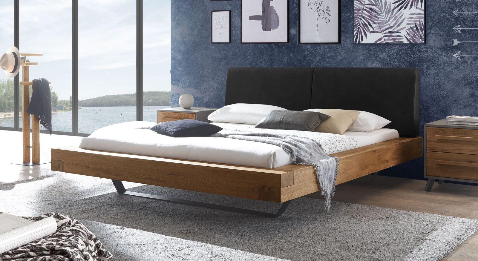 Wildeichen-Bett Valladion mit Kopfteil in Schwarz