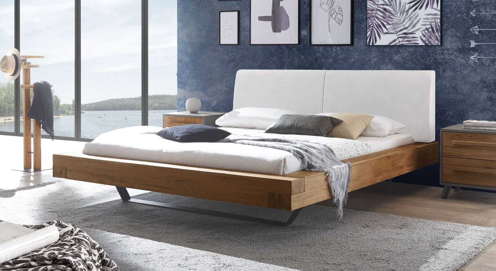 Wildeichen-Bett Valladion mit Kopfteil in Weiß