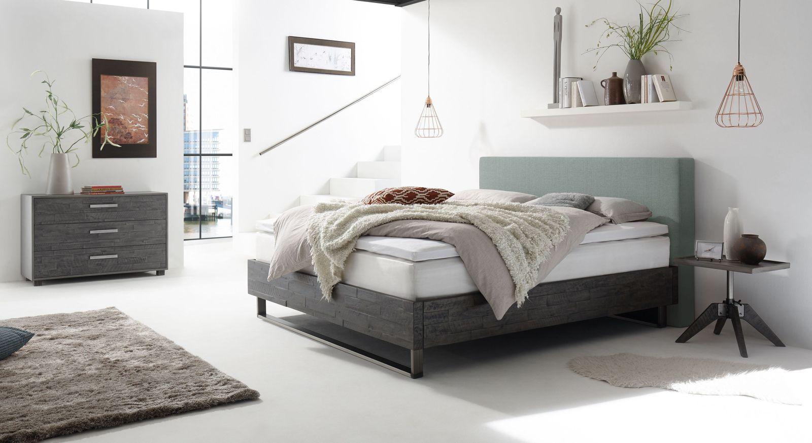 Boxspringbett Mijas mit passender Schlafzimmer-Einrichtung