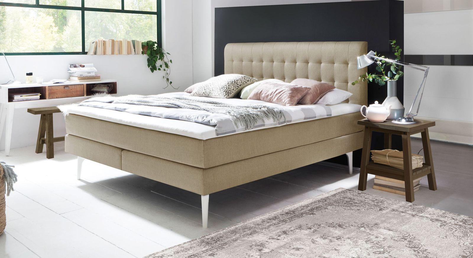 Elegantes Boxspringbett Tromello mit hohen Bettbeinen