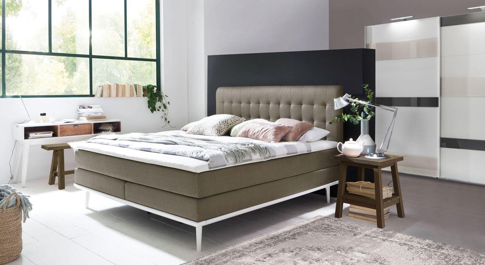 Boxspringbett Tromello mit passender Schlafzimmer-Einrichtung