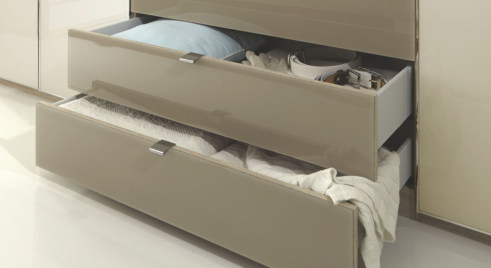 Drehtüren-Kleiderschrank Banga mit praktischen Schubladen