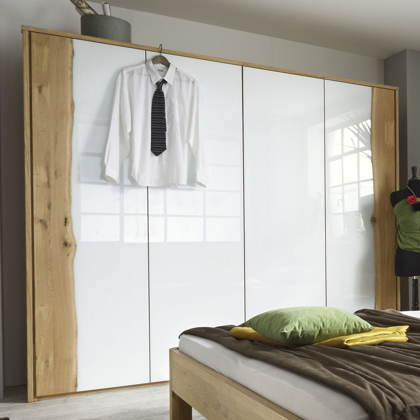 rustikaler kleiderschrank mit glas wildeiche baumkante imst. Black Bedroom Furniture Sets. Home Design Ideas