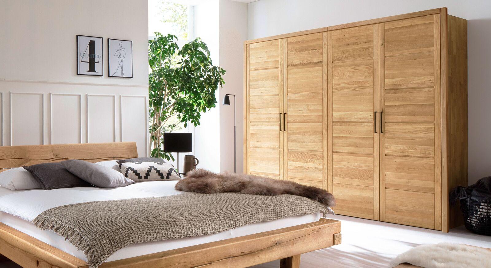 Zeitloser Holz-Drehtüren-Kleiderschrank Listra