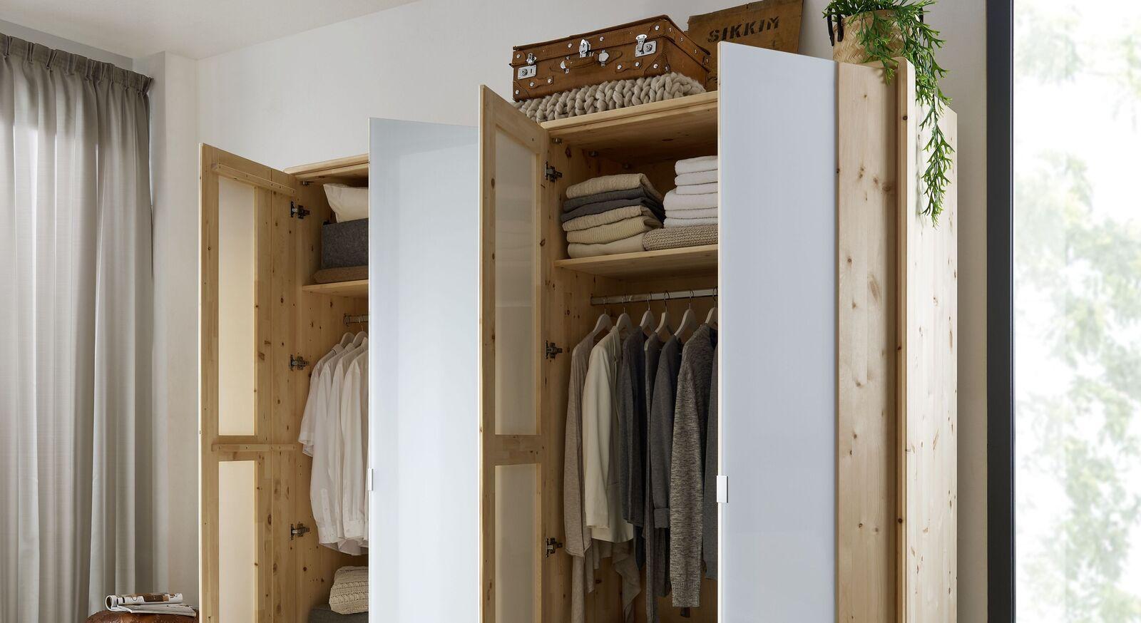 Drehtüren-Kleiderschrank Luanda mit Basic-Innenausstattung