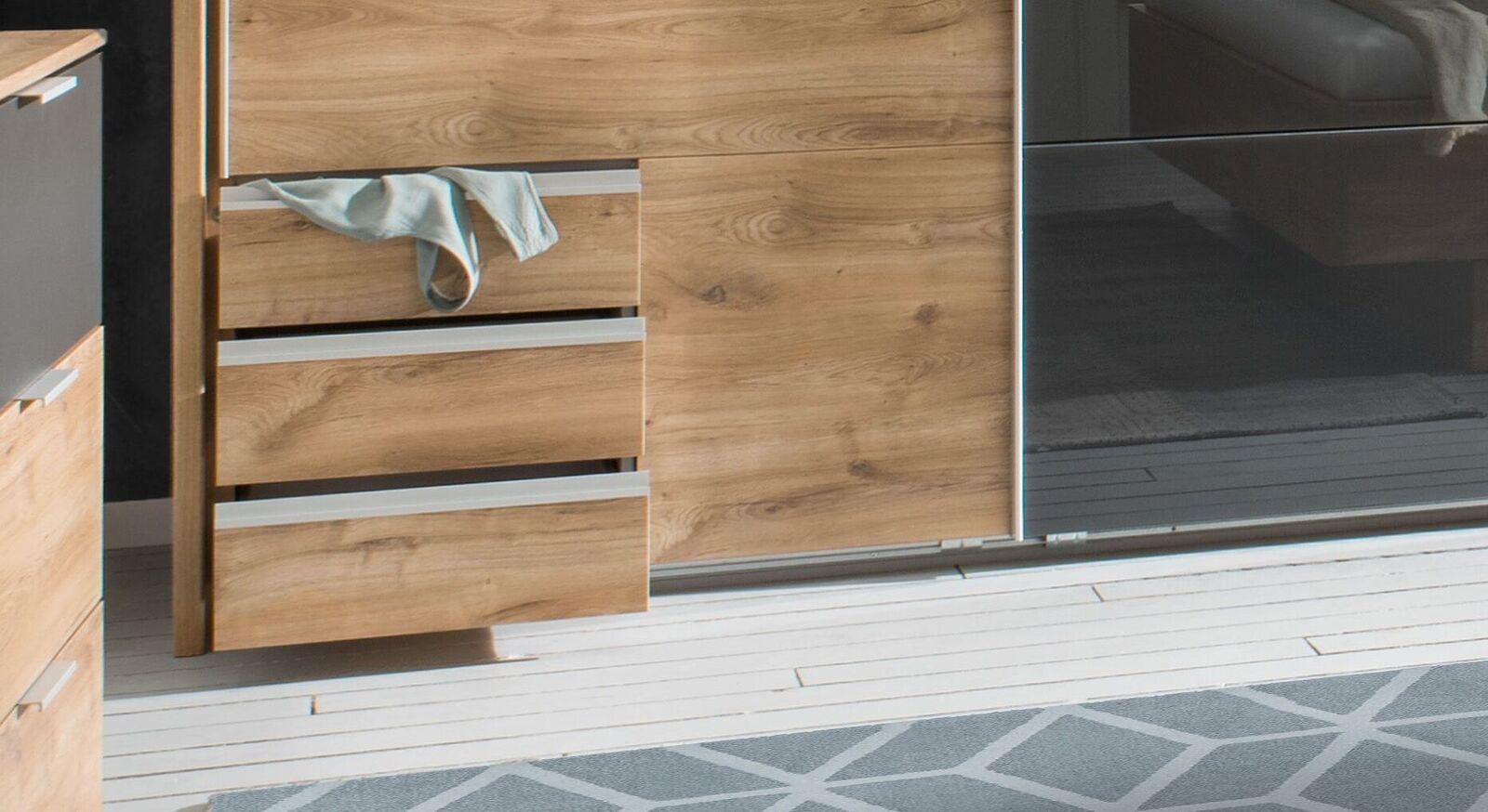Funktions-Kleiderschrank Alwara mit verschiedenen Stauraum-Möglichkeiten
