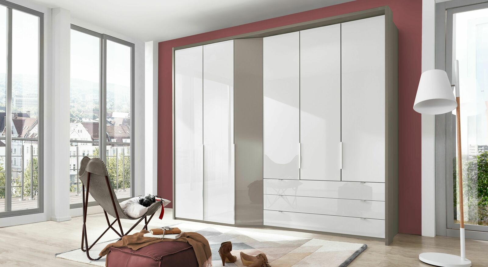 Funktions-Kleiderschrank Evansville mit weißer Glasfront