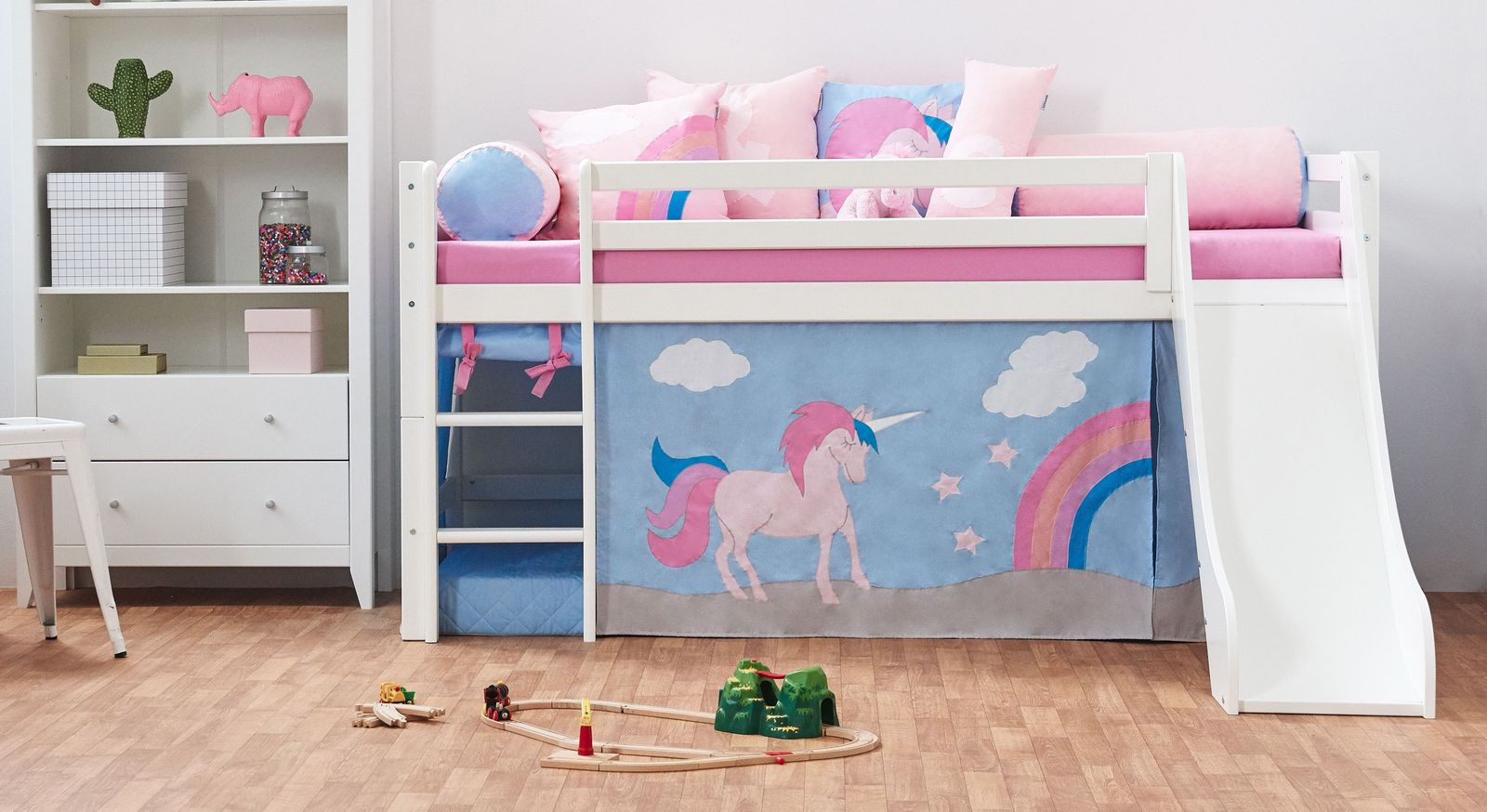 halbhohes kinderbett in kiefer wei z b mit rutsche einhorn. Black Bedroom Furniture Sets. Home Design Ideas
