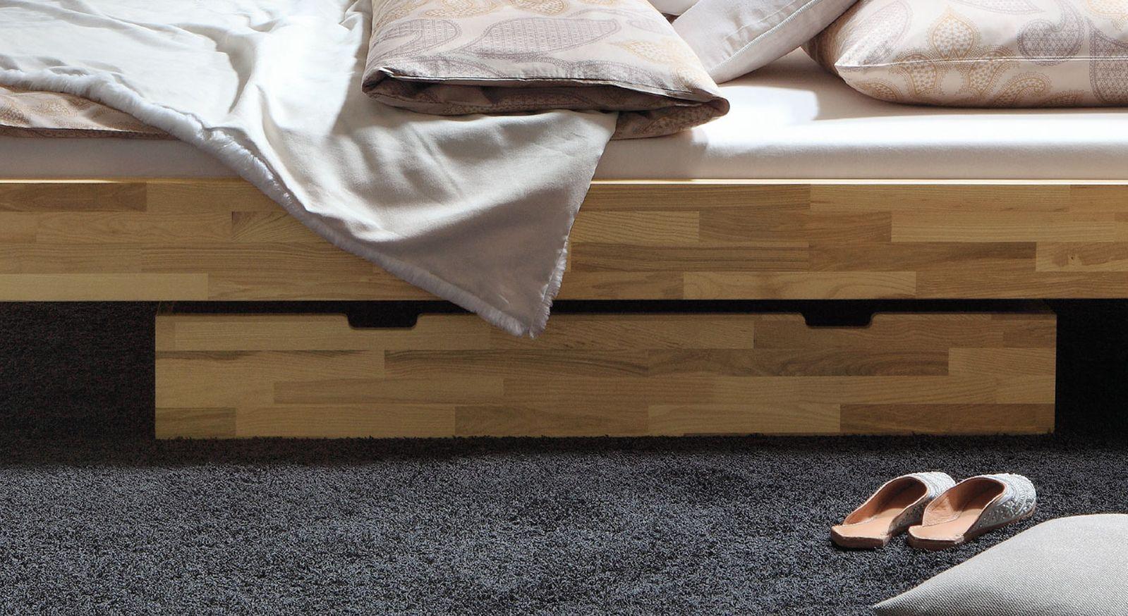 Der Bettkasten des Holzbettes Madrid aus Kernbuche