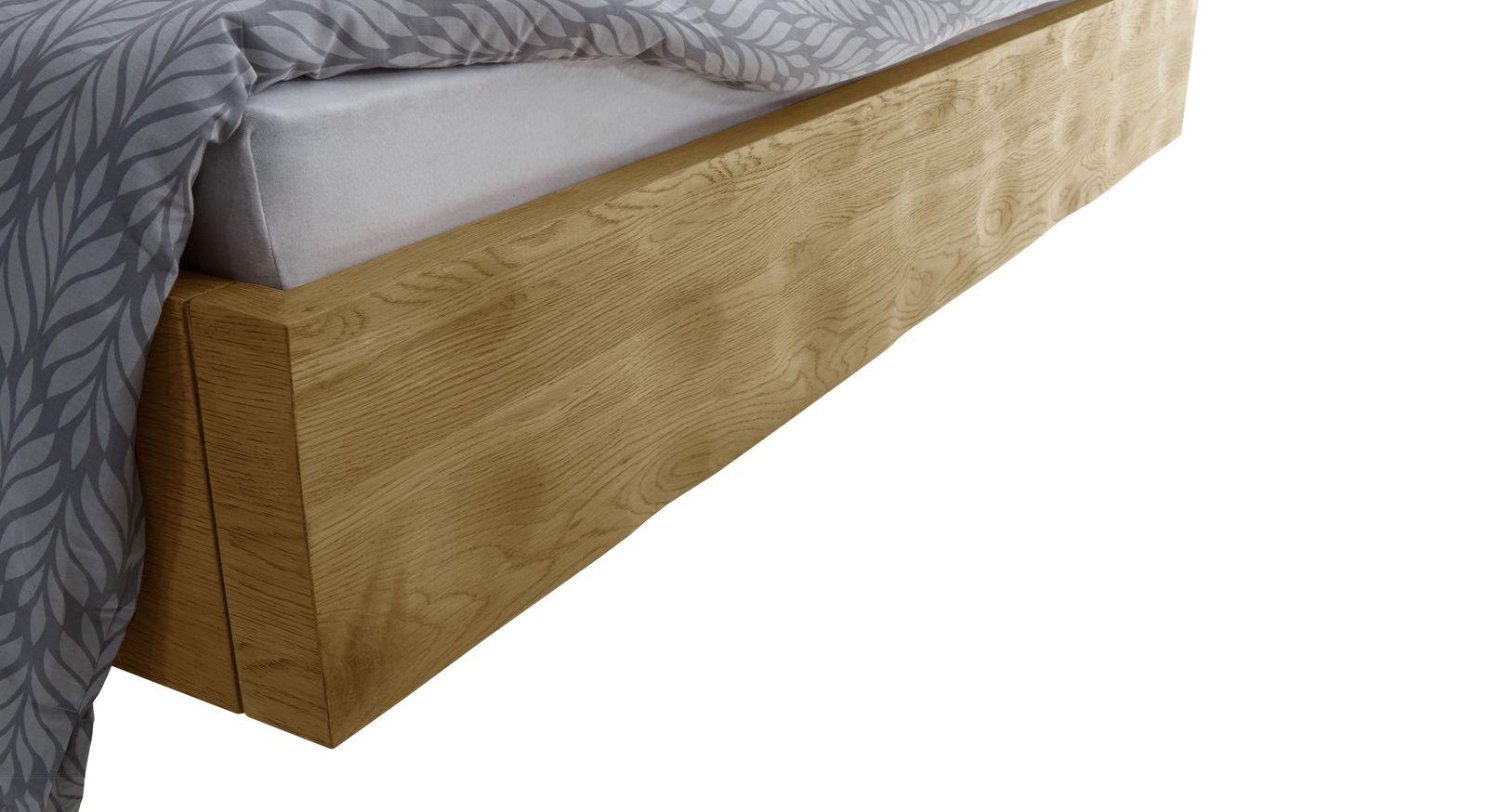 Holzbett mit unebener Oberfläche