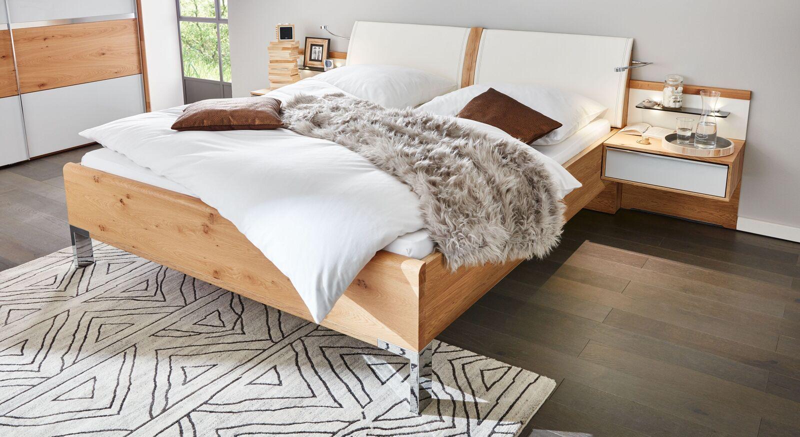 INTERLIVING Bett 1202 mit elegantem Holzrahmen