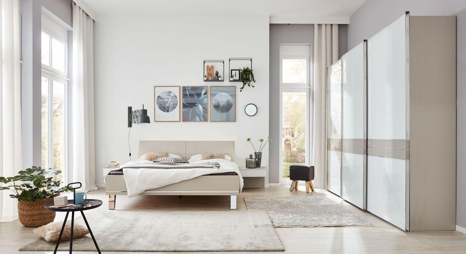 INTERLIVING Schlafzimmer 1009 mit Schwebetuerenschrank und Bett in angesagtem Design