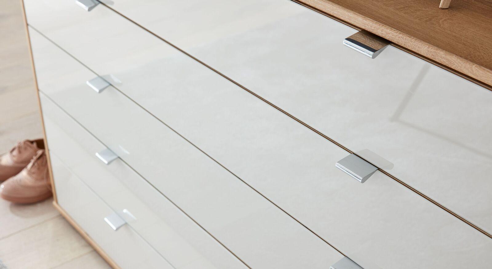INTERLIVING Schubladen-Kommode 1017 mit attraktiver Glasfront