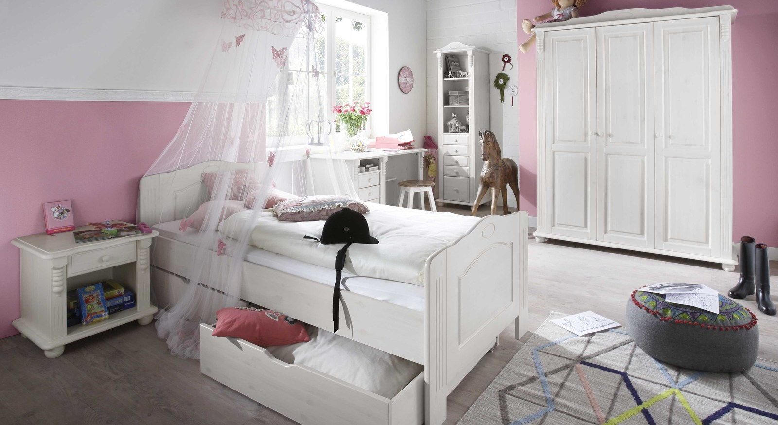 jugendzimmer im landhausstil wei gewachste kiefer. Black Bedroom Furniture Sets. Home Design Ideas