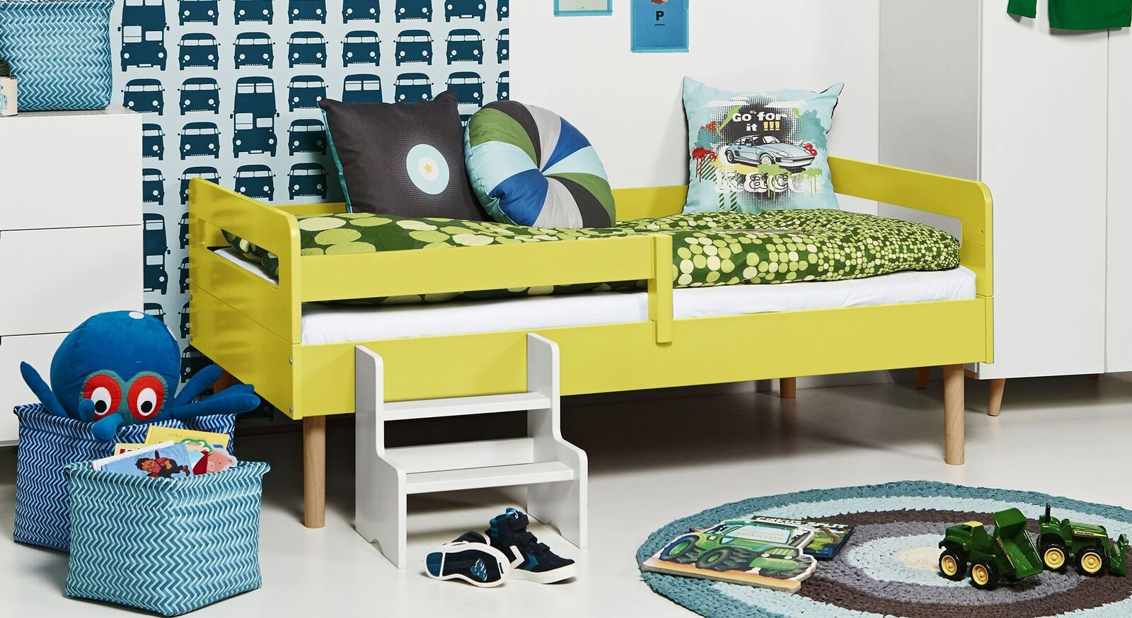 Modernes Kinderbett Kids Town Retro aus gelbem MDF