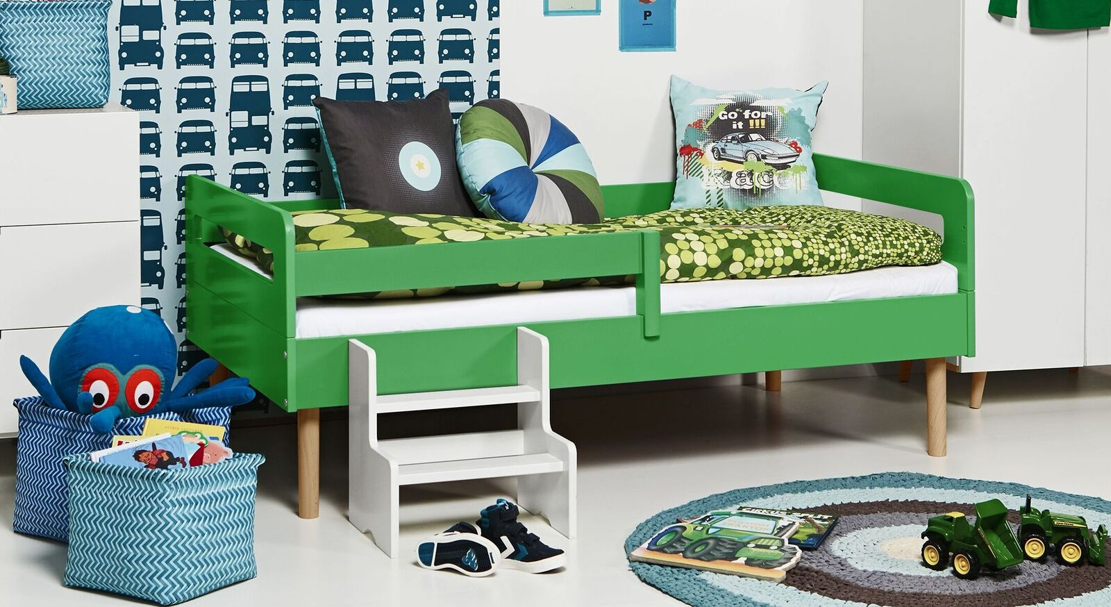 Modernes Kinderbett Kids Town Retro aus grünem MDF