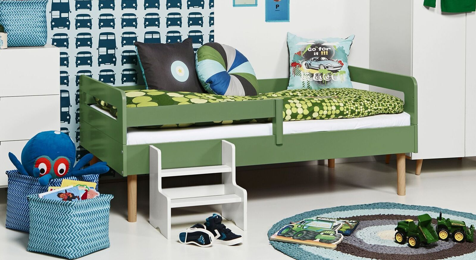 Modernes Kinderbett Kids Town Retro aus olivefarbenem MDF