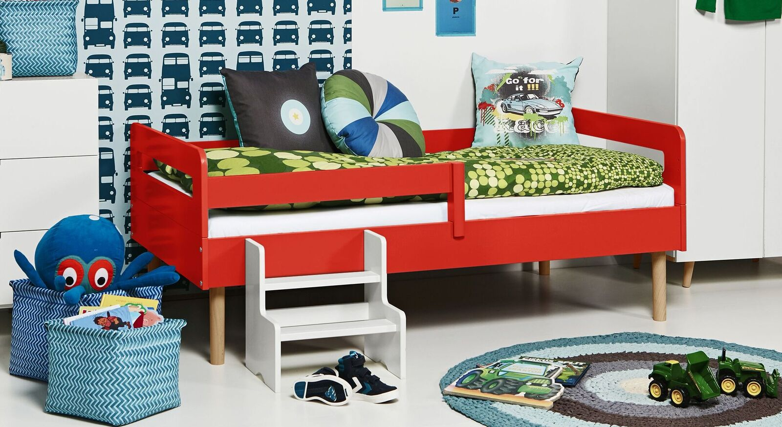 Modernes Kinderbett Kids Town Retro aus rotem MDF