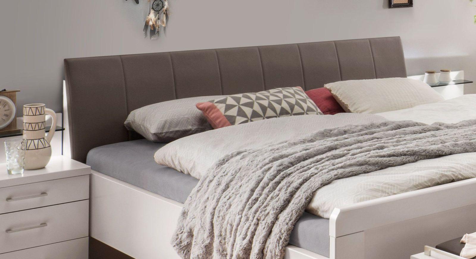Komfort-Doppelbett Casperia mit havannafarbenem Kunstleder-Kopfteil