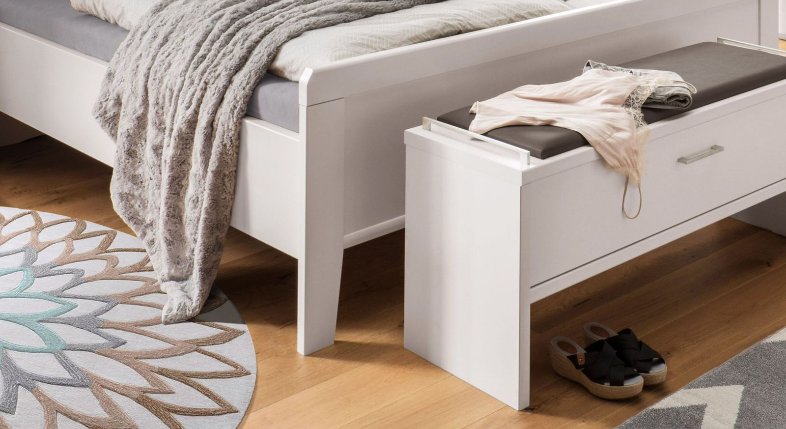 Komfort-Doppelbett Casperia mit leicht erhöhtem Fußteil