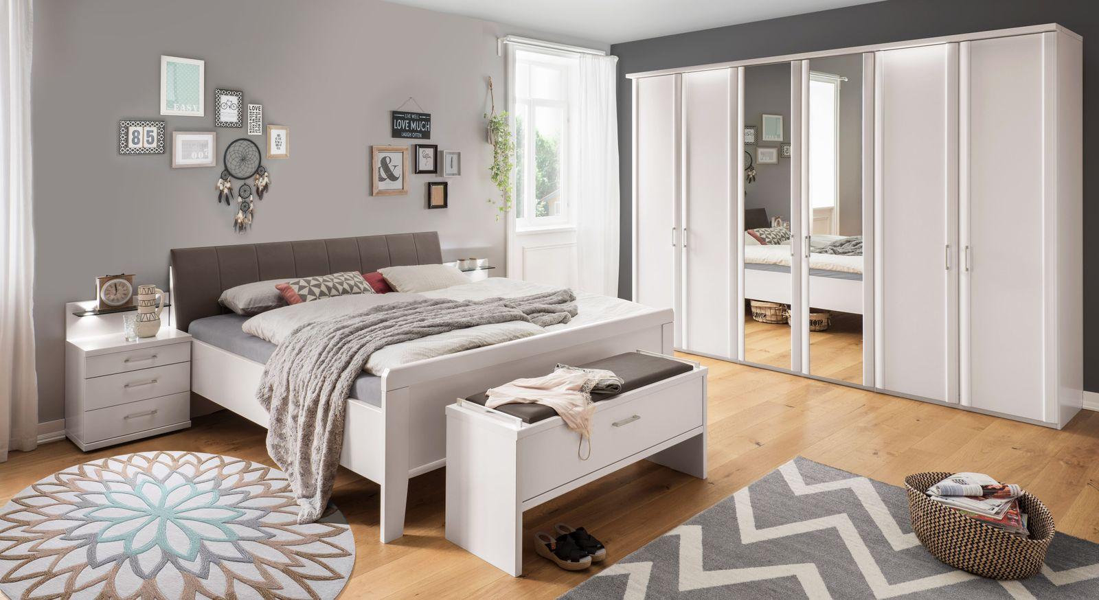 Komfort-Doppelbett Casperia mit passenden Schlafzimmermöbeln