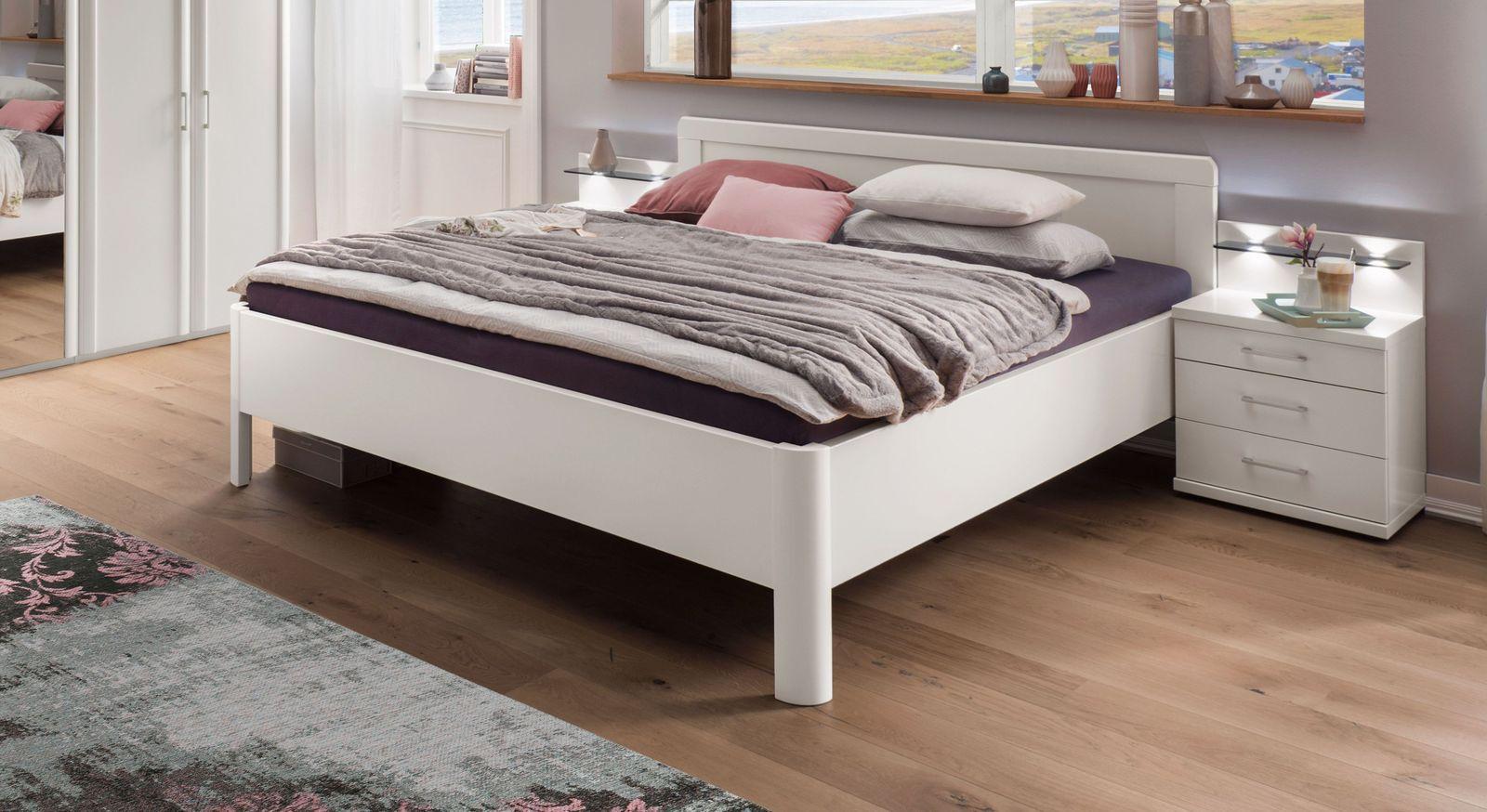 Komfort-Doppelbett aus alpinweißem Dekor
