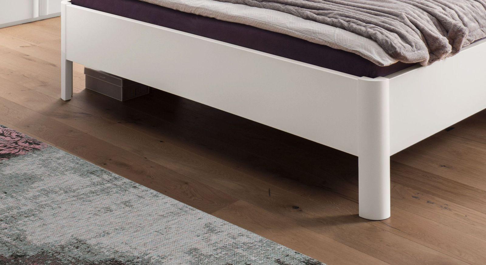 Komfort-Doppelbett Cavallino mit robusten Bettbeinen