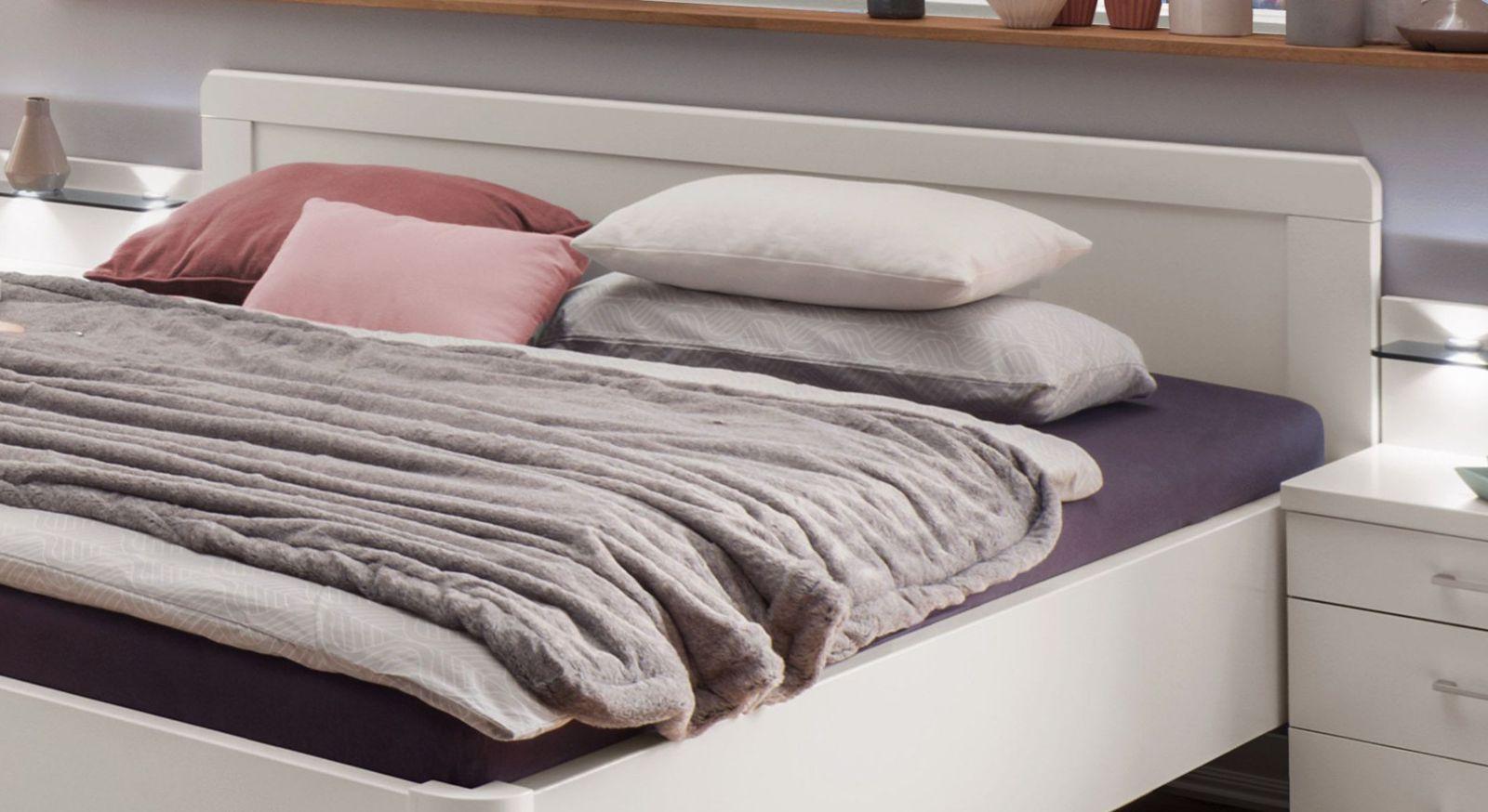 Komfort-Doppelbett Cavallinos Kopfteil mit Zierleisten