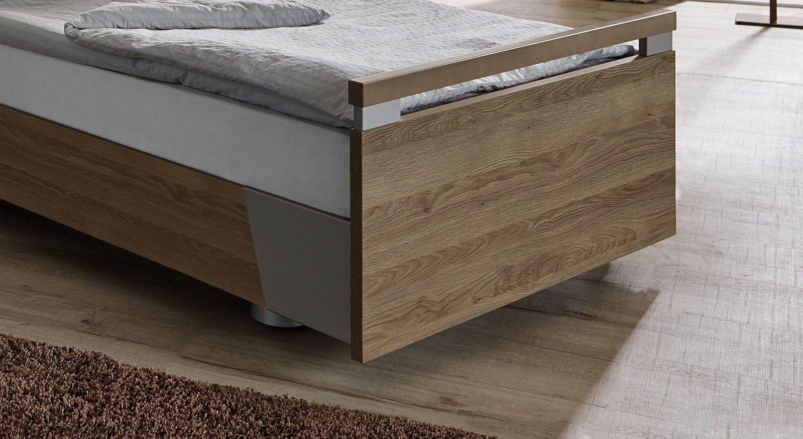 Komfortbett mit Pflegebett-Funktion Usedom inklusive schlichtem Fußteil mit Metalldetails