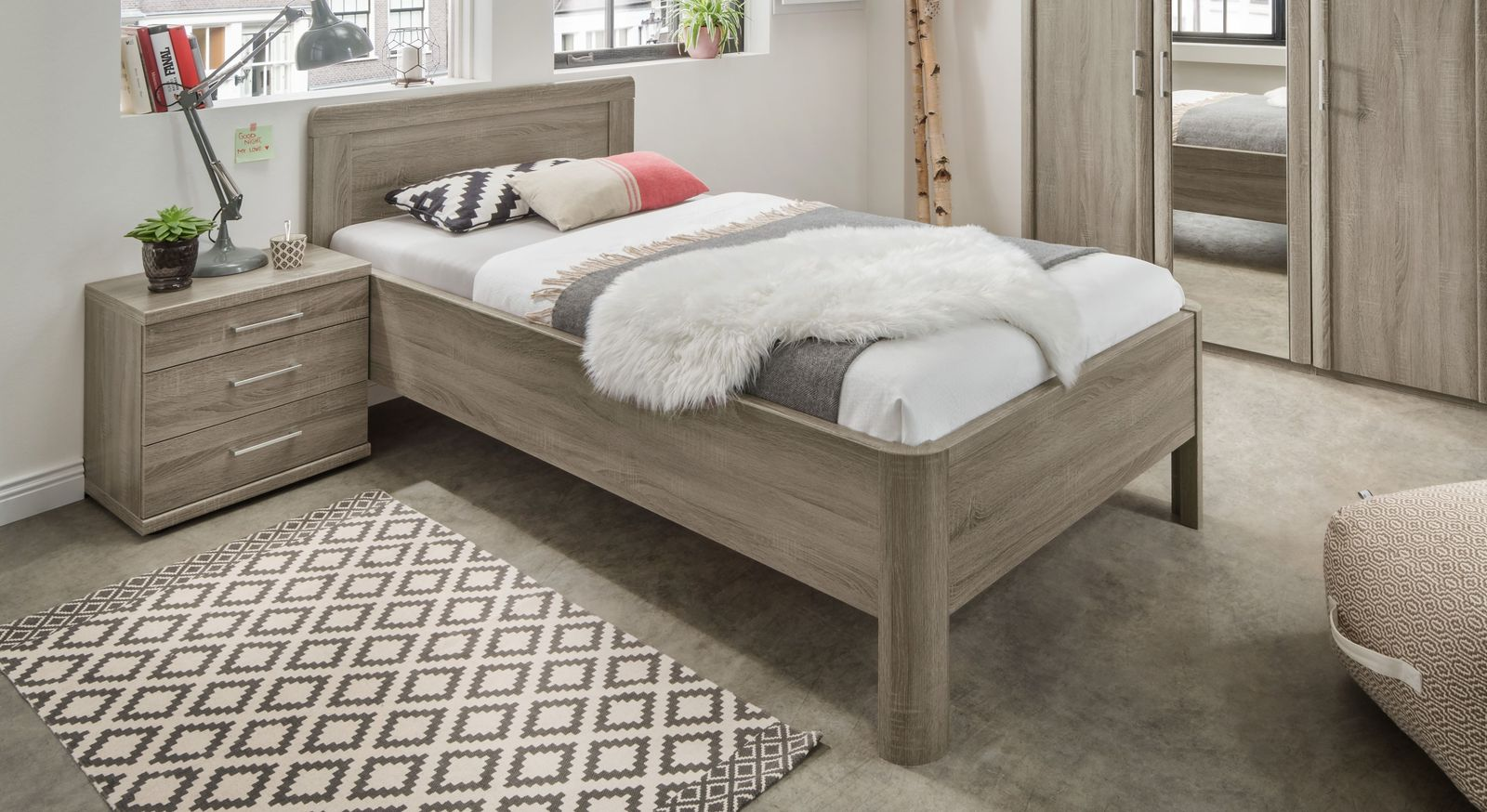 Klassisches Komfortbett Troia mit hohem Bettrahmen