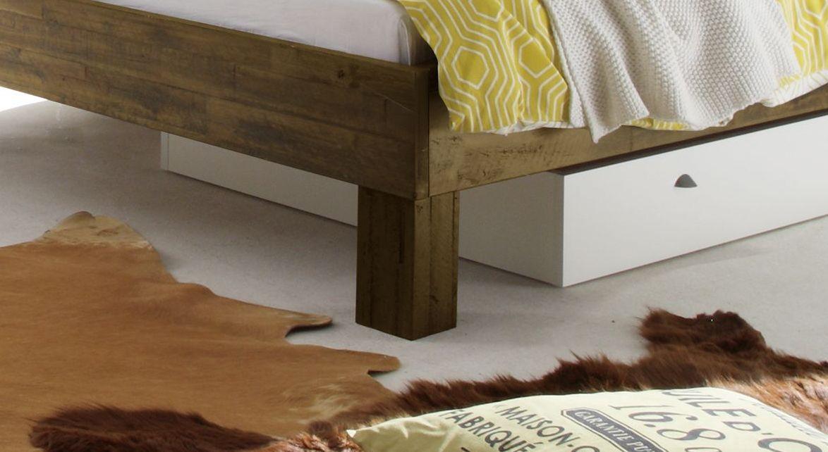 Liege Caldera mit massiven Holz-Bettbeinen