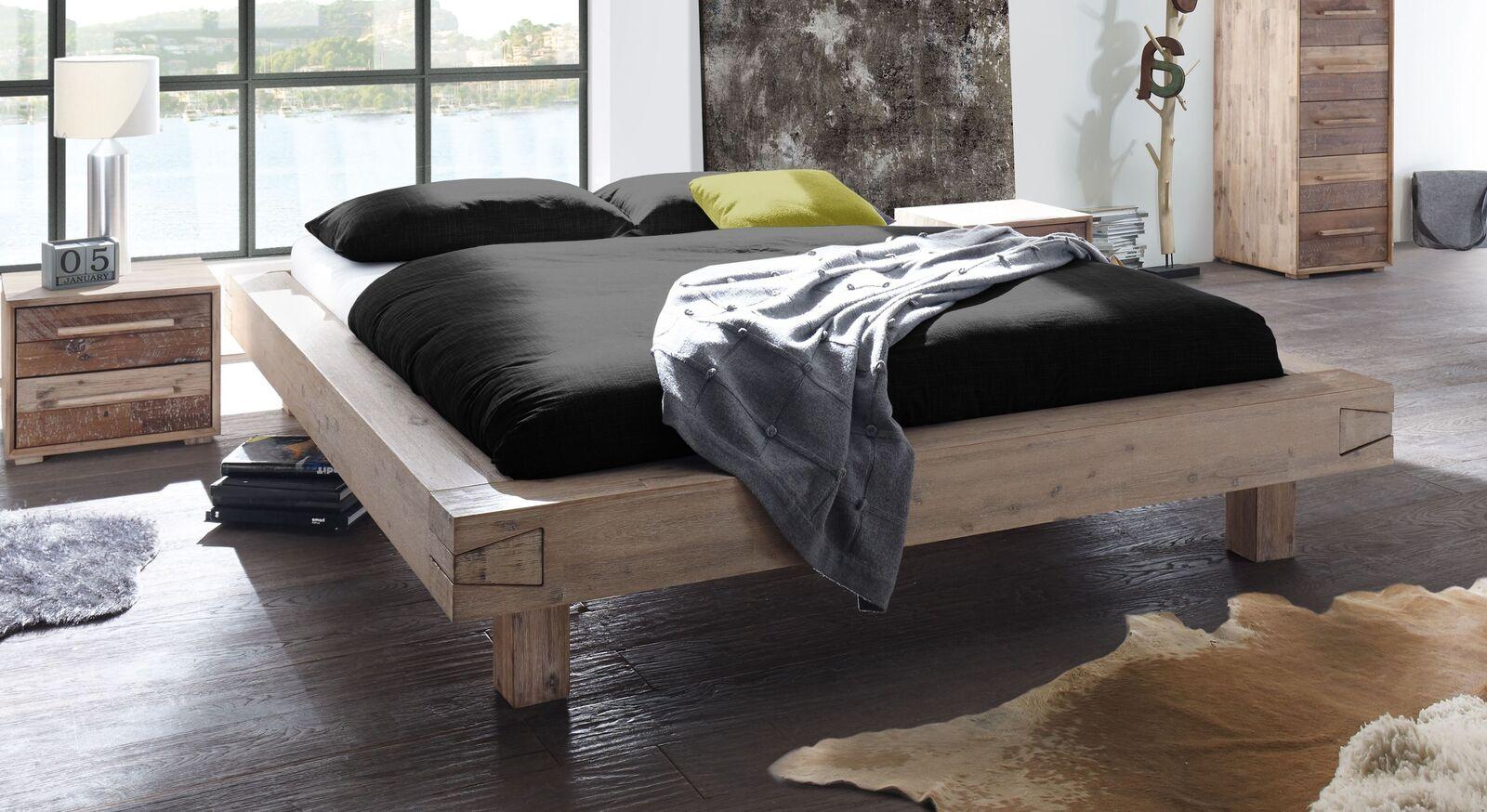 Liege Othon mit breitem Holzbettrahmen