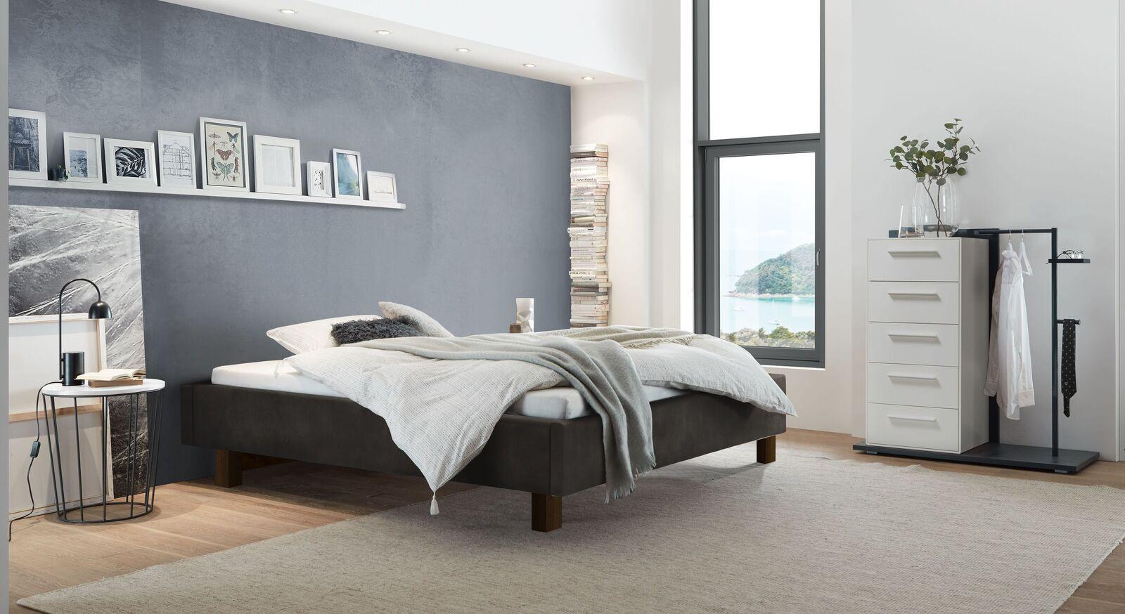 Liege Saphia mit passenden Schlafzimmermöbeln