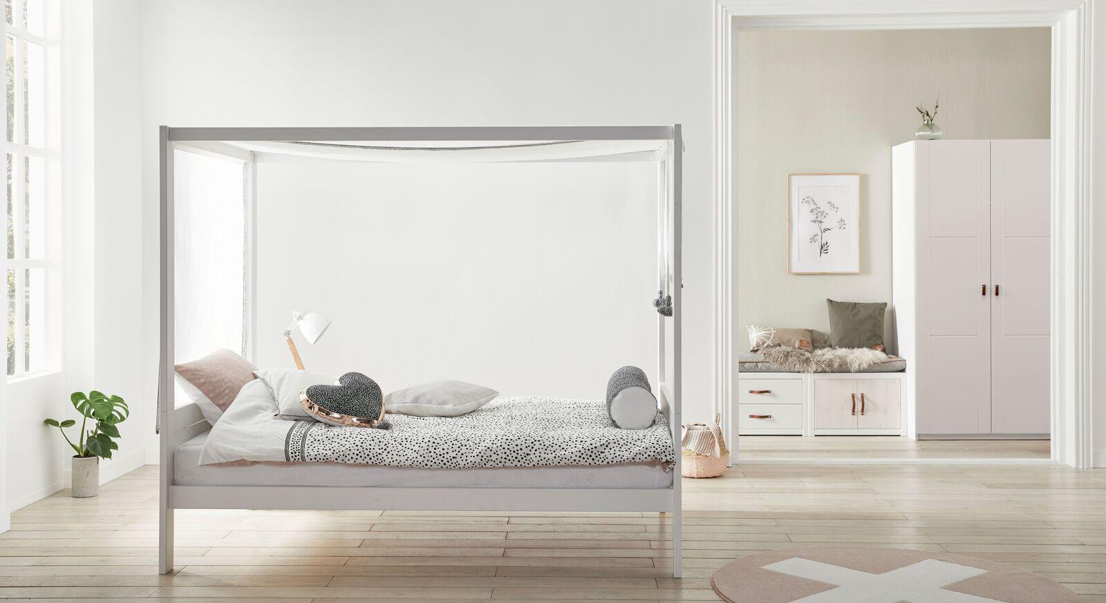 LIFETIME Himmelbett Living Style mit passender Schlafzimmer-Einrichtung