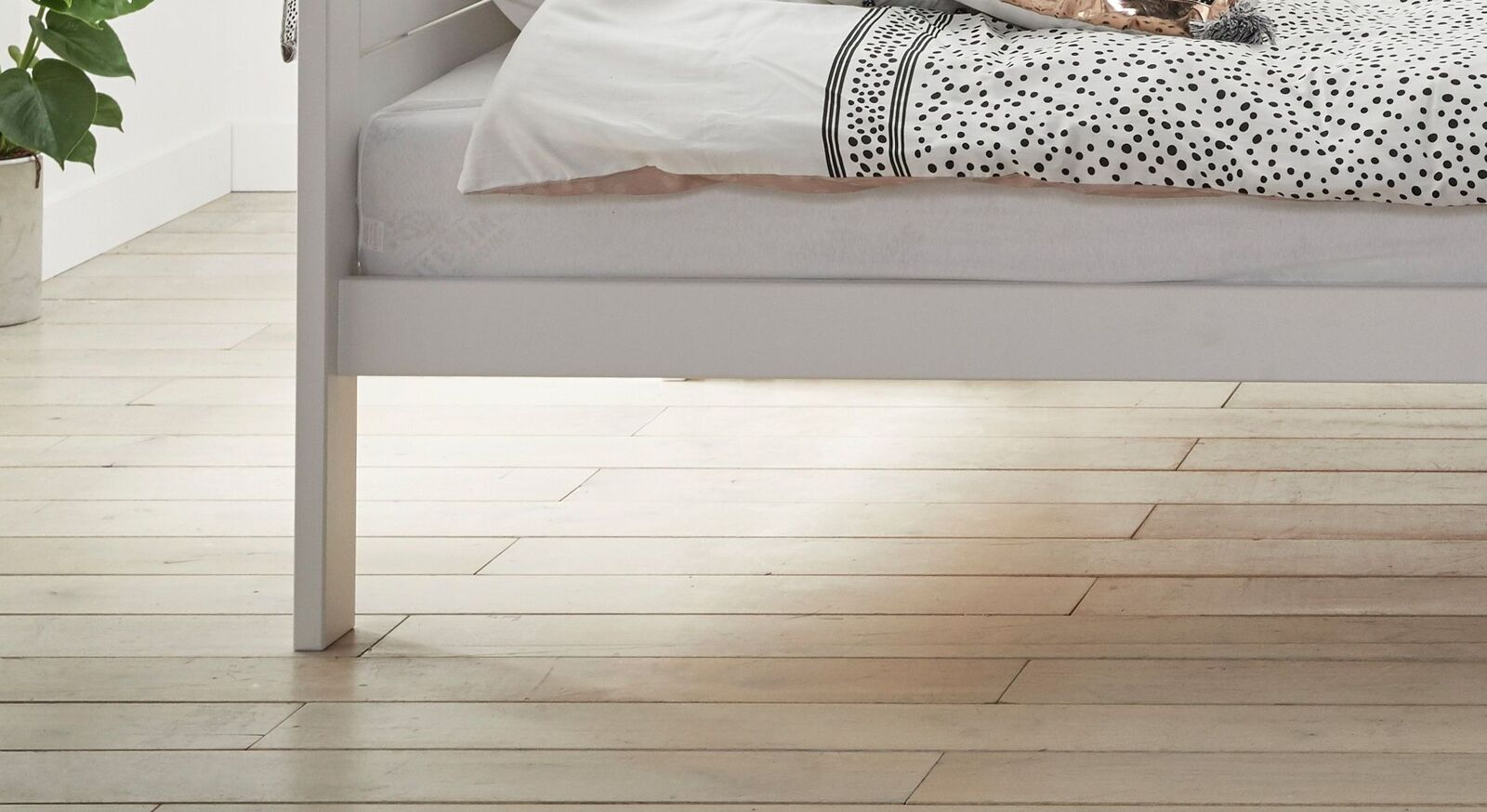 LIFETIME Himmelbett Living Style mit schmalem Bettrahmen