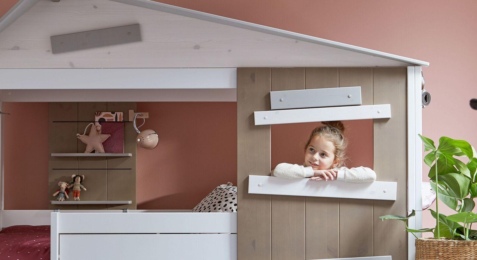 Modernes LIFETIME Hüttenbett Hideout mit Fenster