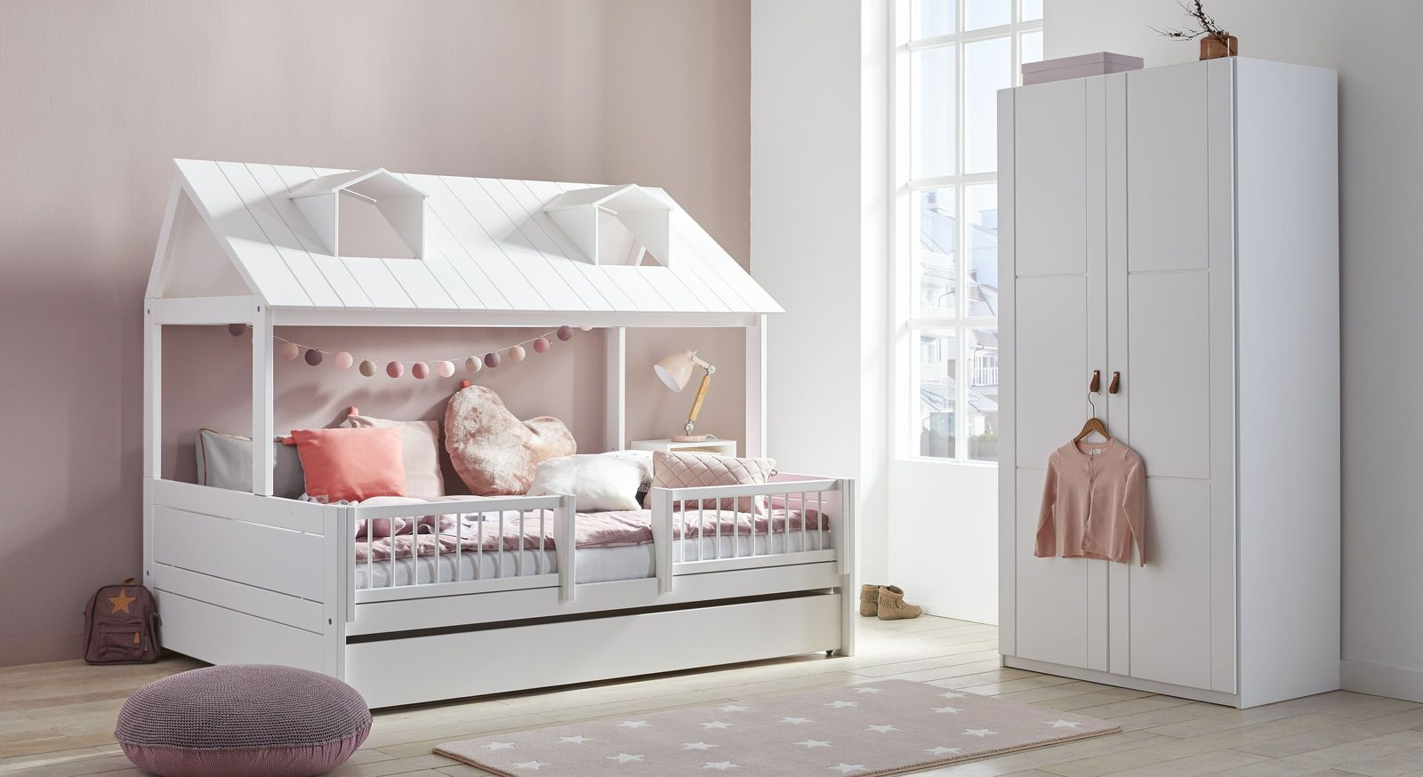 Robustes LIFETIME Kinderbett Ferienhaus in modernem Design