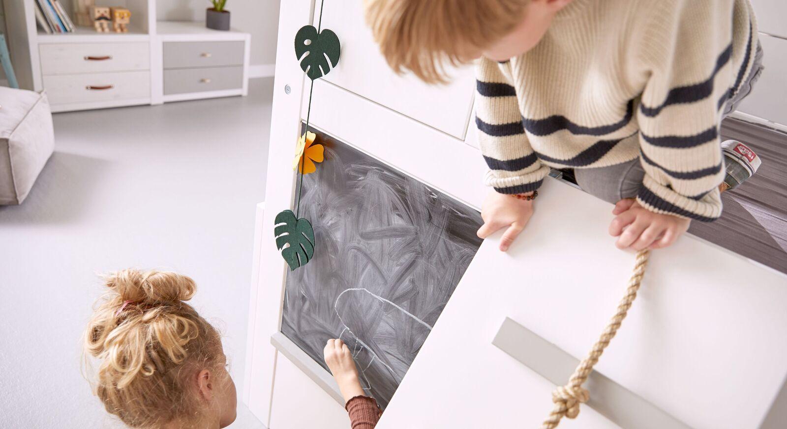 LIFETIME Kinderbett Play Tower mit praktischer Kreidetafel