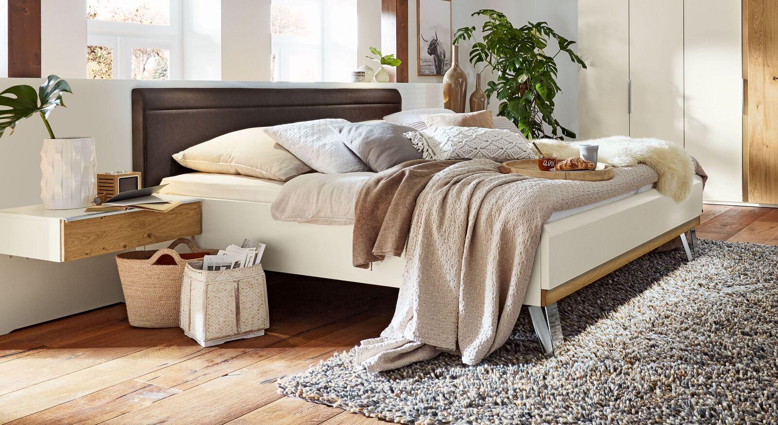 Musterring Bett Saphira weiß mit eleganten Holzelementen