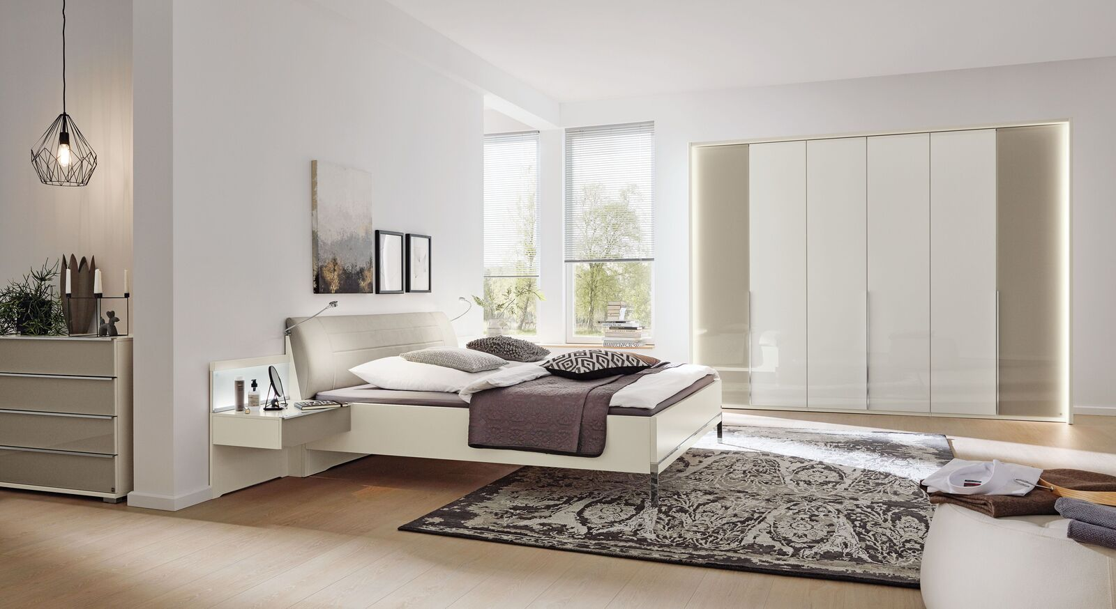Passende Schlafzimmer-Möbel der MUSTERRING Reihe San Diego Weiß